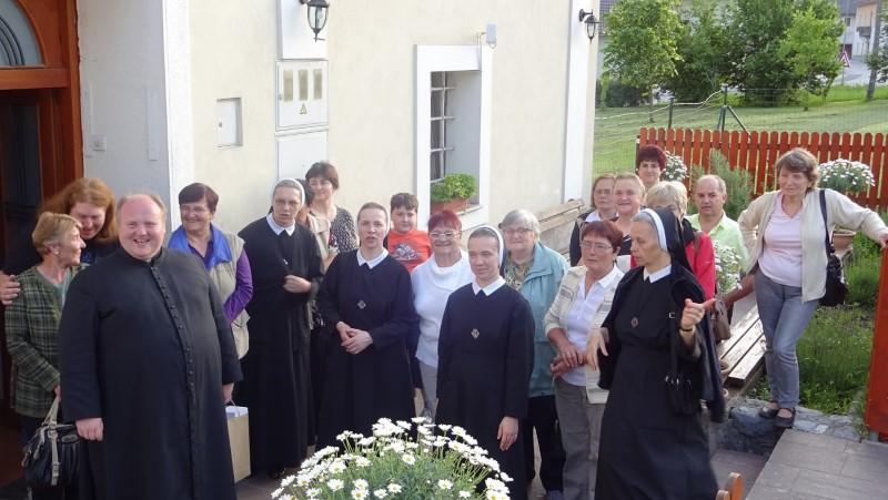 Gostovanje sestara u rodnoj župi blažene s. Krizine Bojanc (Šmarjeta, Slovenija)